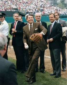 Ronald_Reagan_throws_out_the_opening_pitch_at_a_Chicago_Cubs_baseball_game